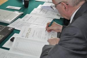 podpisywanie dyplomów2